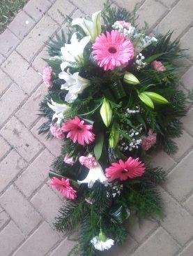 Smútočná vypichovaná kytica Ľalia