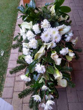 Smútočná vypichovaná kytica Kália