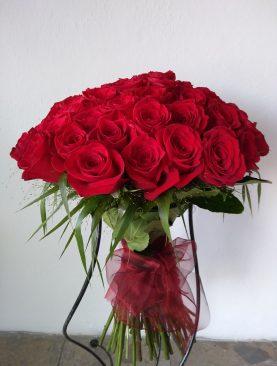 50 červených ruží