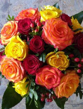 Kytica viacfarebných ruží