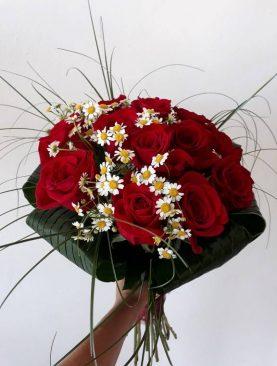 Guľatá kytica ruží