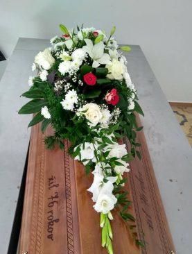 Ikebana na truhlu