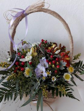 Košík lúčnych kvetov
