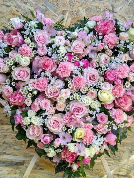 Smútočný veniec - Ružové srdce